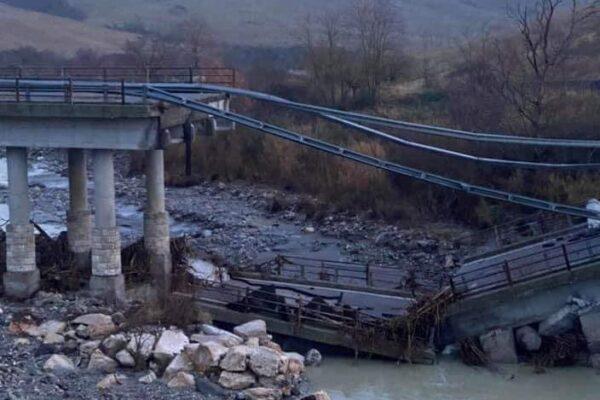 Crolla viadotto sul fiume Paglia, l'allarme per il dissesto dei piloni lanciato nel 2014