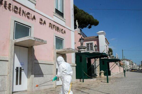 """Il Portogallo regolarizza gli immigrati per gestire l'emergenza Coronavirus: """"Diritto alla salute vale per tutti"""""""