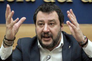 """Salvini contro De Luca: """"In Campania ospedali abbandonati"""""""