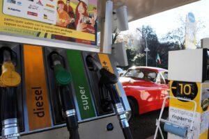 Benzinai verso lo sciopero, associazioni convocate dal Governo per evitare la 'guerra'