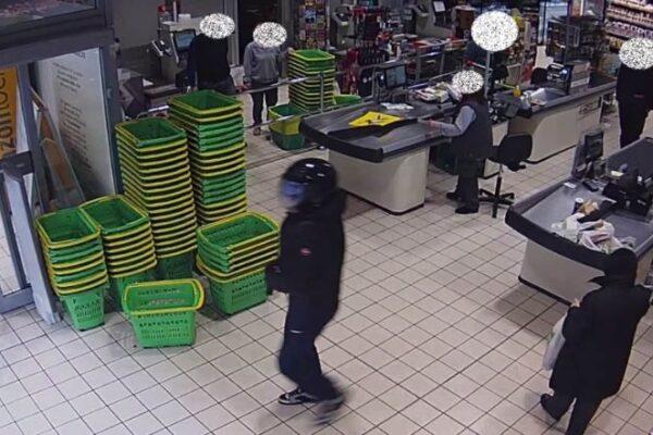 """Inseguito da poliziotto dopo rapina, urla: """"Sparami lota"""""""
