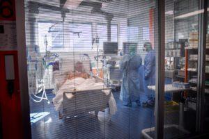 """Coronavirus, nel mondo 30mila vittime: un terzo in Italia. Boccia: """"Lockdown sarà prorogato dopo 3 aprile"""""""