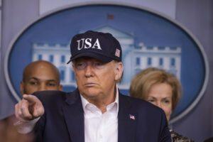 """Coronavirus, Trump negativo al test fa marcia indietro: """"Mantenete le distanze"""""""