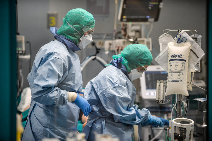 Coronavirus, ricoverati sotto quota 10mila: in 8 regioni zero vittime per il secondo giorno consecutivo
