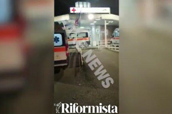 """Ambulanze in coda al Cotugno, il video fake: """"Il medico era quello sputato in faccia, aiutateci"""""""