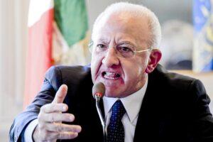 """L'affondo di De Luca all'esecutivo: """"Dal Governo mix di finzione e irresponsabilità"""""""