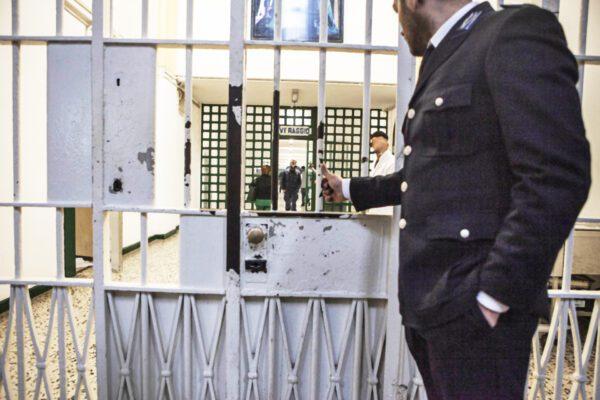 In carcere troppi disperati, ma la mafia esige rigore