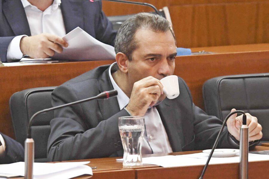 """""""Con de Magistris 10 anni di demagogia finanziaria"""", l'accusa di Saggese"""