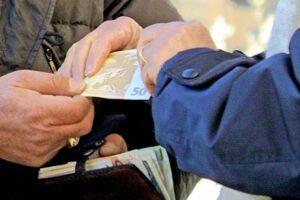 Le mani della camorra su bar e ristoranti, clan nelle società in cambio di denaro contante