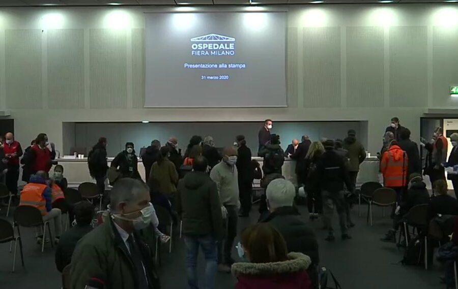 Il Coronavirus non ferma propaganda leghista: conferenza stampa affollata per Fontana e co.