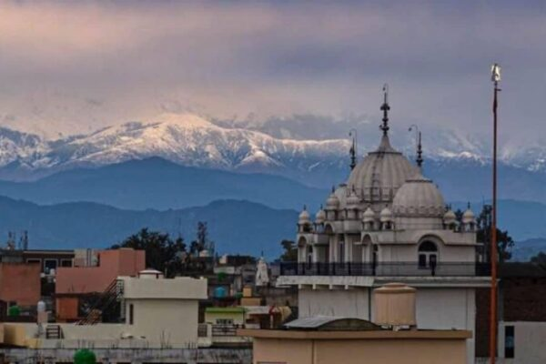 Il lockdown riduce l'inquinamento: l'India rivede le vette dell'Himalaya