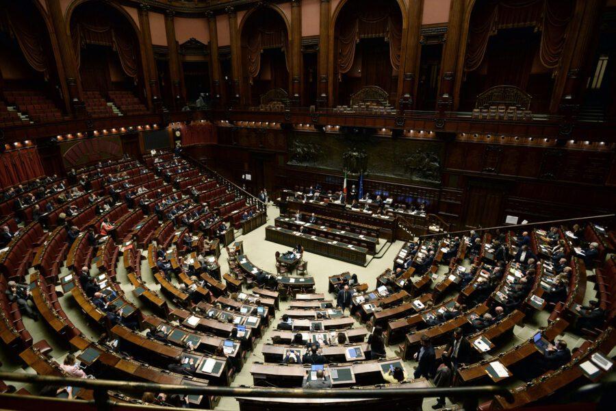 Taglio dei parlamentari, il dilemma tra decurtare poltrone e togliersi la voce