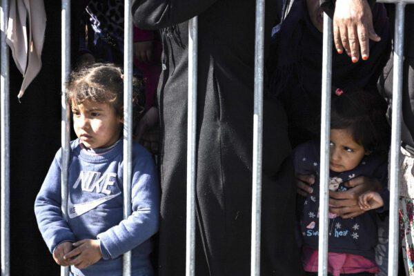 Bosnia, profughi rinchiusi nei campi con la scusa del virus