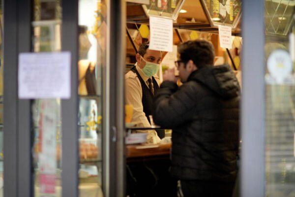 """Confesercenti, ristoranti e bar sempre aperti ad agosto: """"Non possono permettersi le ferie"""""""