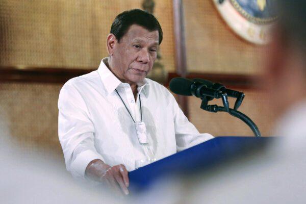 Il presidente Rodrigo Duterte a una conferenza stampa lo scorso 11 marzo (Albert Alcain/Malacanang Presidential Photographers Division via AP)