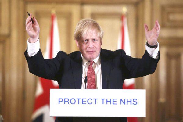 """Lo storico Sassoon: """"Se Boris Johnson si salva dal Covid, torna più forte di prima"""""""