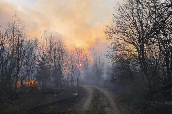 Incendio attorno a Chernobyl, continuano a crescere le radiazioni