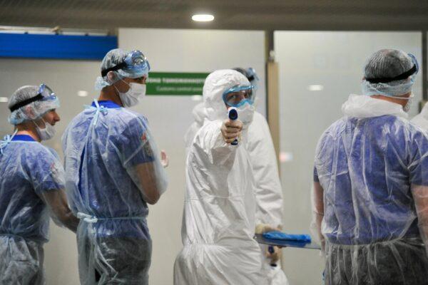Curato con Toci e plasma, medico dimesso dopo 5 mesi. Campania, 15 nuovi casi: le zone coinvolte