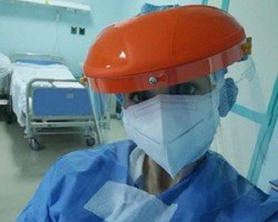 """Laura, la giovane infermiera: """"Turni senza bere e mangiare: se indossiamo male la tuta è finita"""""""