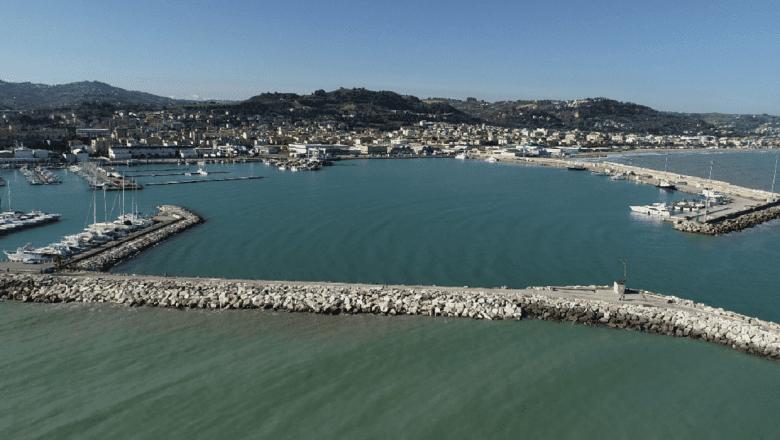 Trovato cadavere in mare, è di una donna di 60 anni: il nome