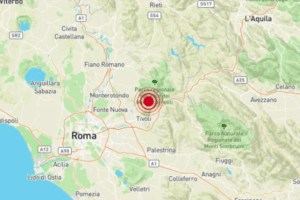 """Terremoto a Roma, scossa nella notte di magnitudo 3 e panico: """"Un boato"""""""