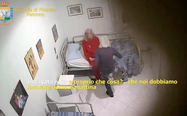 """Anziani torturati nella casa di riposo: """"Crepa, se ti muovi ti rompo una gamba"""""""