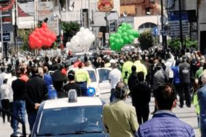 Folla, palloncini e istituzioni compiacenti: Saviano zona rossa dopo funerali sindaco
