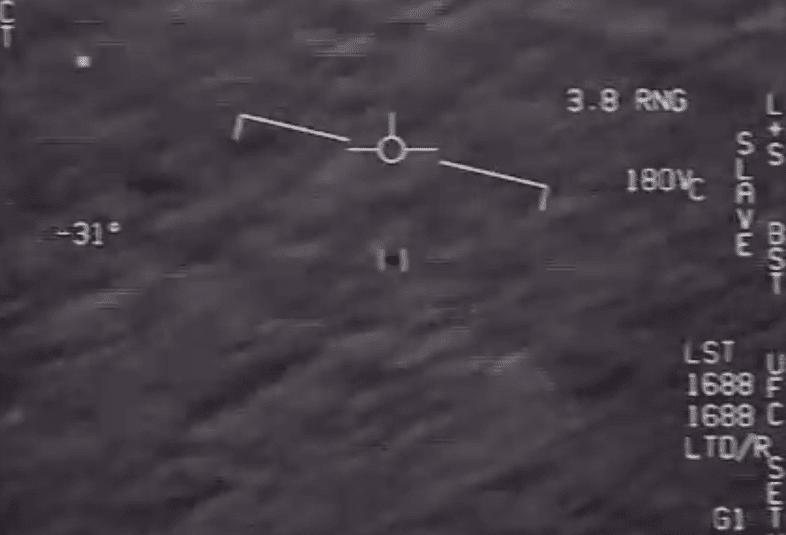 Il Pentagono declassifica i video con gli Ufo e sui social impazza l'hashtag #AlienExist