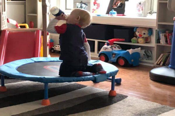 Il calvario del piccolo Luke: a 22 mesi ha affrontato e sconfitto il coronavirus