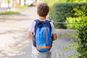 """Bimbo di 5 anni scappa da casa dei nonni e tenta l'autostop: """"Voglio abbracciare mamma in ospedale"""""""