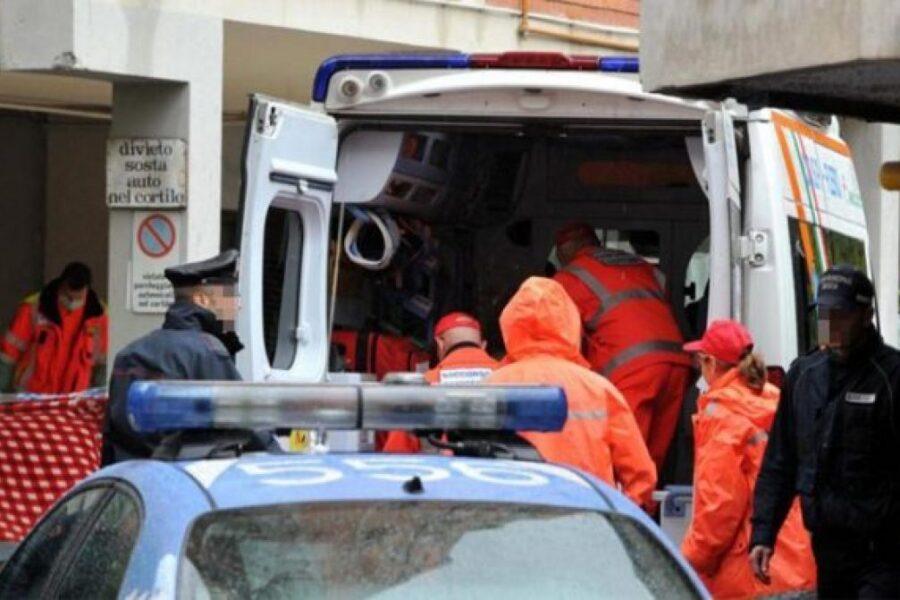 Cade dal balcone di casa, ragazzina di 14 anni 'miracolata' dopo volo di 6 metri