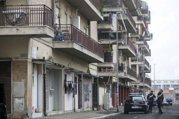 Spari in strada ad Ostia, gambizzato il cognato di Roberto Spada