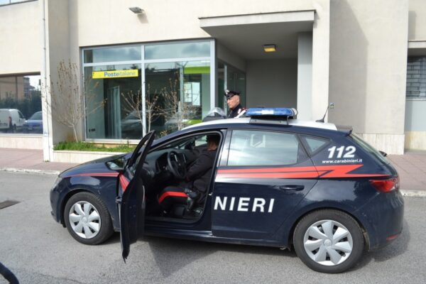 La pensione agli anziani la portano i Carabinieri: accordo con Poste per consegnarla a casa
