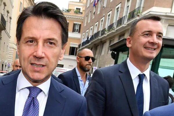 FOTO DI REPERTORIO – Il premier Conte ed il portavoce Casalino a passeggio © Ansa