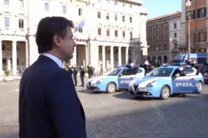 Silenzio e sirene della polizia, l'omaggio all'agente della scorta di Conte