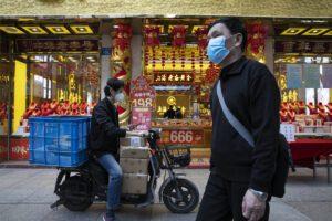 Coronavirus, la Cina ammette i dati 'falsati': i morti a Wuhan sono il 50% in più