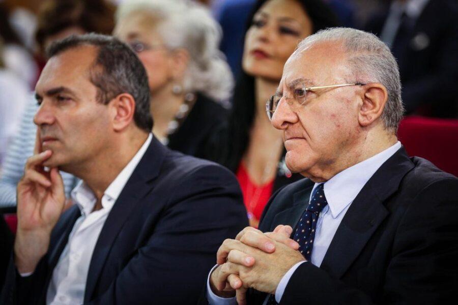 """De Magistris telefona De Luca: """"Decido io come riparte Napoli, la task force non sa nemmeno fare una pizza"""""""