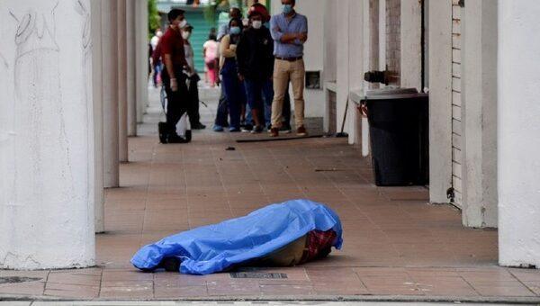 Cadaveri bruciati e abbandonati in strada, il dramma del Coronavirus