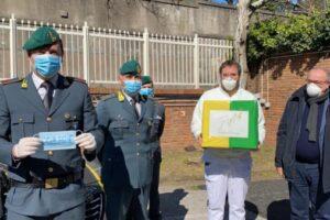 Donazioni e mascherine: Intesa San Paolo e Guardia di Finanza sostengono il Cotugno di Napoli