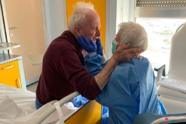 L'incontro a sorpresa in ospedale di Giorgio e Rosa, insieme da 50 anni e ricoverati per Coronavirus