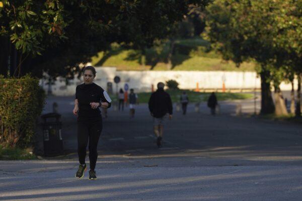 Nuova ordinanza di De Luca: stretta sul jogging, ufficializzati gli orari per bar e ristoranti