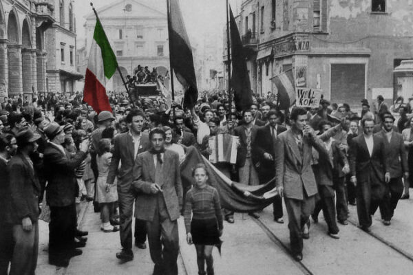 L'estrema destra si organizza per scendere in piazza il 25 aprile, la rivolta corre su Telegram