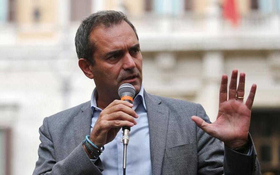 Roma, Milano e Firenze ripartono: de Magistris va al mare