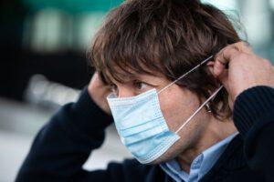 Scuola, mascherine chirurgiche o in tessuto? Meglio le chirurgiche ma senza obbligo