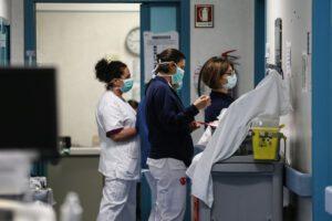 La strage dei medici, sale a 100 il numero dei morti in Italia per Coronavirus