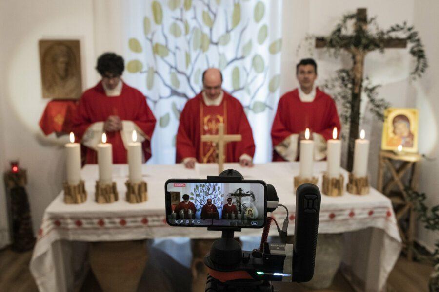 """Fase 2, la reazione durissima dei vescovi contro il governo: """"Violata la libertà di culto"""""""