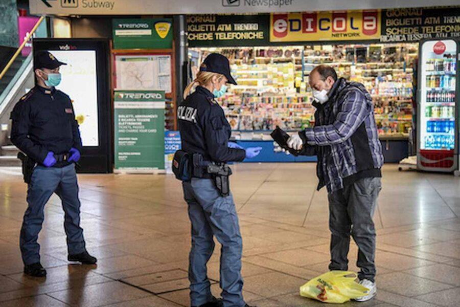 La polizia effettua i controlli previsti per il lockdown © https://static.blitzquotidiano.it/wp/wp-content/uploads/2020/03/polizia-ansa-4.jpg