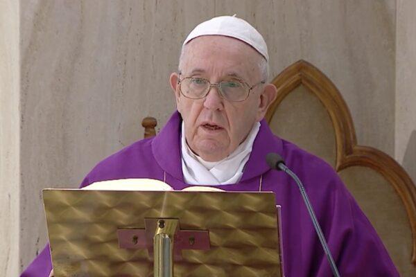 """Papa Francesco, la lezione della pandemia: """"Nessuno si salva da solo, la scienza ha dei limiti"""""""