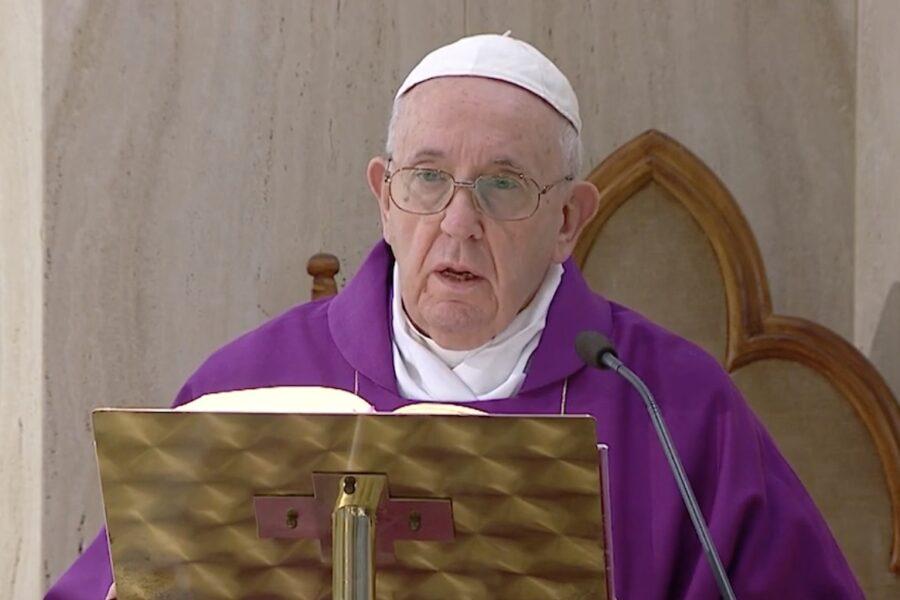 """La voce di Papa Francesco in difesa dei migranti: """"In Libia è un inferno, i campi di accoglienza sono lager"""""""