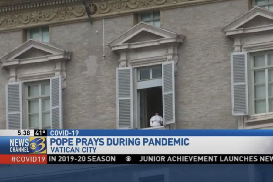 """""""Papa Francesco è un ologramma"""", la teoria del complotto colpisce il Pontefice"""